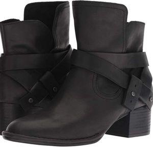 UGG Elysian leather boot size 7.5 NWOT